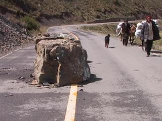 2_boulder_in_road.jpg