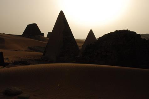 pyramids_silhouette.jpg